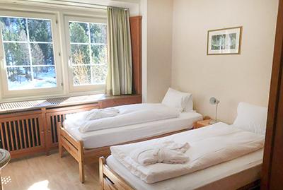 Einfaches Zweibettzimmer Hotel Chesa Spuondas